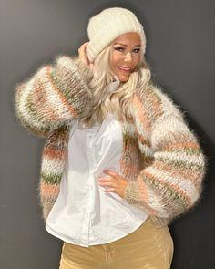 """Strikk din mote💕 on Instagram: """"Marianne jakken💙 www.knitteriet.no #vinterferie"""" Mohair Sweater, Warm And Cozy, Cardigans, Sweaters, Winter Hats, Knitting, Instagram, Design, Diy"""