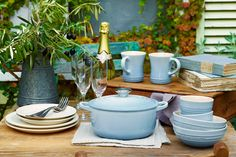 """【Coastal Blue】落ち着きのある穏やかなブルーは、幅広い世代の方に抵抗なくお使いいただけるカラー。""""Garden Party""""コレクションとも自然になじみ、コーディネートの幅が広がります。   http://www.lecreuset.co.jp/quicknews/coastal_blue.html"""