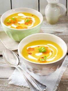 #Schnell und lecker: Die Möhren-Süßkartoffel-Suppe mit #Kokosmilch ist einfach in der Zubereitung und das ideale #Mittagessen oder# Abendessen für jeden Tag.#süßkartoffel