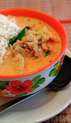 Whole 30 Chicken Curry with Cauliflower Rice - I'd substitute the chicken for cod or tilapia. YUM!