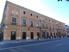 PALACIO DE LOS CONSEJOS Calle Mayor, 79, c/v Pretil de los Consejos, 2, c/v Calle de Bailén, 23. es uno de los pocos ejemplos que quedan en Madrid de la arquitectura residencial nobiliaria del siglo XVII.no se sabe con certeza quien proyectó sus trazas.el arquitecto Juan Gómez de Mora, participó en su construcción desde el inicio de sus obras en 1611. El palacio se realizó para residencia de los Duques de Uceda. Durante gran parte del siglo XX el palacio siguió siendo la sede del Consejo de…