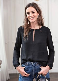 A Definitive Guide to Minimalist Fashion Casual Chic, Style Casual, Mom Outfits, Girly Outfits, Fashion Outfits, Style Désinvolte Chic, Mode Style, Blouse Styles, Blouse Designs
