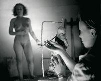 Kuvanveistäjä Essi Renvall vuonna 1948.