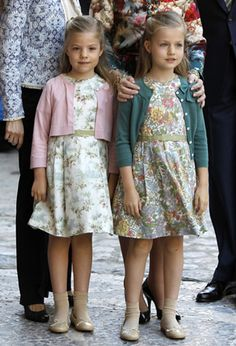 Noblesse & Royautés » Noblesse & Royautés » The Spanish Royal Family Celebrated Easter at the Cathedral Palma de Majorca:  Princesses Sofia and Leonor