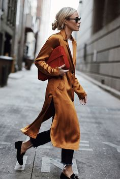 ( link) fall outfit spring outfit casual outfit work outfit street style street chic style comfy outfit travel outfit tomboy outfit - yellow silk coat white t-shirt dark wash raw hem crop jeans black suede loafers black mirror sunglasses red clutch Tomboy Outfits, Mode Outfits, Fall Outfits, Casual Outfits, Fashion Outfits, Fashion Trends, Fashion 2018, Ladies Fashion, Fashion Weeks