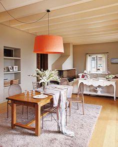 arquiteturadoimóvel: Decorada no estilo de casas do sul da França para conciliar o trabalho em casa e a rotina familiar. Romantismo e aconchego.