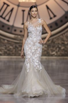 Vilen style - French Lace, Tulle & Embroidery Atelier Pronovias 2016