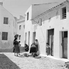 Algarve, Old Photos, Vintage Photos, Barcelona, Black And White Colour, Lisbon, Portuguese, Monochrome, City Photo