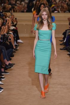 Roland Mouret Spring 2016 Ready-to-Wear Fashion Show