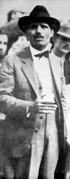 """Pedro Albizu Campos (Ponce,Puerto Rico 29 de junio de 1893 ó 12 de septiembre 1891 - San Juan, Puerto Rico 21 de abril de 1965). Político y líder independentista puertorriqueño. Presidente del Partido Nacionalista de Puerto Rico de 1930 a 1965. Fue la figura más relevante en la lucha por la independencia de Puerto Rico durante el siglo XX. Se le conoce como """"El Maestro"""", y """"el último libertador de América"""". Citas: """"En estas elecciones que acabamos de presenciar, las facciones de gobierno ."""