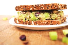 A few weeks ago i shared how to make my chickpea of the sea salad sandwich Sandwiches For Lunch, Healthy Sandwiches, Delicious Sandwiches, Salad Recipes For Parties, Salad Recipes For Dinner, Salad Recipes Healthy Vegetarian, Vegan Recipes, Chickpea Sandwich, Salad Sandwich