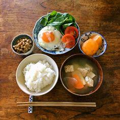 Small: egg, orange, cucumber salad Large: rice on lettuce leaf, soup Bento, Cute Food, Good Food, Yummy Food, Clean Recipes, Healthy Recipes, Food Porn, Aesthetic Food, Korean Food
