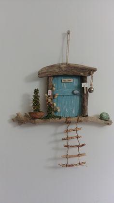 Diy Arts And Crafts, Craft Stick Crafts, Home Crafts, Crafts For Kids, Driftwood Projects, Driftwood Art, Painted Driftwood, Fairy Garden Doors, Fairy Doors