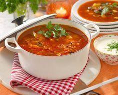 Lättlagad och härligt kryddad köttfärssoppa som serveras med ett gott bröd.
