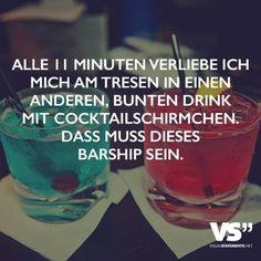 Alle 11 Minuten verliebe ich mich am Tresen in einen anderen bunten Drink mit Cocktailschirmchen. Das muss dieses Barship sein.