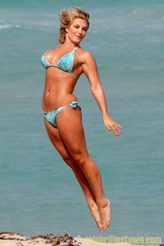 Brooke-Hogan-bikini-style
