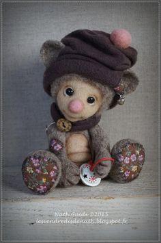 Moby, petit ours de collection en laine feutrée, bonnet chocolat : Autres art par les-vendredis-de-nath