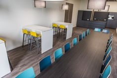 Projectinrichting - kantine - barkruk - tafel - modern - Deezz - design meubelen