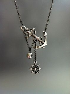 This necklace really caught my eye. It is so pretty.