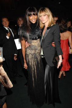 Naomi Campbell et Kate Moss, New York 2007 http://www.vogue.fr/mode/inspirations/diaporama/belles-en-smoking/4685/image/374632#naomi-campbell-et-kate-moss-new-york-2007