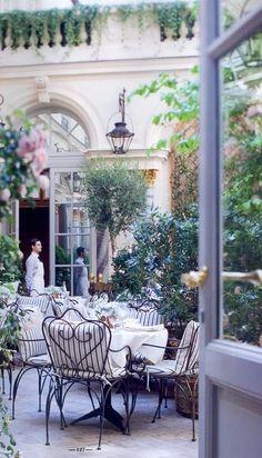 Life in a French Dream. (The Ritz Hotel courtyard, Paris, France) Restaurants In Paris, Paris Hotels, Restaurant Paris, Hotel Paris, Ralph's Paris, Romantic Restaurants, Luxury Restaurant, Montmartre Paris, Courtyard Cafe