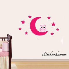 Muursticker uiltje op maan en sterren (roze: mix and match). Muurdecoratie voor in de kinderkamer of babykamer. Afmeting: 60 cm hoog X 105 cm breed.