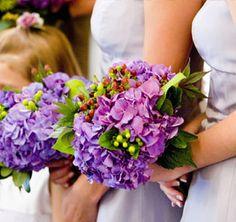 Resultados de la Búsqueda de imágenes de Google de http://myinspiredwedding.com/files/2012/03/Purple-Hibiscus-wedding-bouquet.jpg