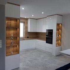 Luxury Kitchen Design, Kitchen Room Design, Kitchen Cabinet Design, Home Decor Kitchen, Interior Design Kitchen, Home Kitchens, Small Modern Kitchens, Cuisines Design, Kitchen Remodel