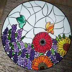 La mañana de hoy finalizamos otro taller de mesita, alumna y profe felices 🌻😄🌻 Mosaic Garden Art, Mosaic Tile Art, Mosaic Crafts, Mosaic Projects, Stone Mosaic, Mosaic Glass, Stained Glass, Glass Art, Mosaic Flowers