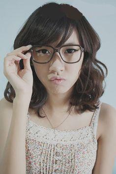 The face!! haha but I like her hair