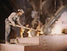 2179892270_ab7939d819_o-Black-man-working-large-electric-phosphate-smelting-furnace-make-elemental-phosphorus-TVA-chemical-plant-1942-Muscle-Shoals-AL-LOC-Palmer-Alfred-T.-e1377964153975.jpeg (JPEG Image, 931×709 pixels) - Scaled (79%)
