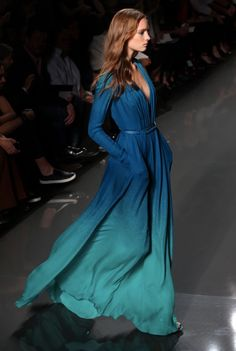 Channeling the frothy blue green waters of the deep sea today. Vogue Fashion, Runway Fashion, High Fashion, Unshrink Clothes, Beautiful Dresses, Nice Dresses, Event Dresses, Classy Outfits, Elie Saab