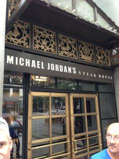 """L'""""economico"""" ristorante di Michael Jordan"""