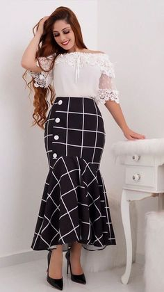 Cute polka dot shirt and long brown skirt Elegant Outfit, Classy Dress, Pencil Skirt Outfits, Dress Outfits, Modest Fashion, Fashion Outfits, Iranian Women Fashion, Modest Wear, Trend Fashion