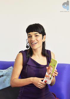 """Eugenia Dobrescu, fondatoarea site-ului Diversificare, a lansat joi,15 mai 2014, cartea  """"Diversificarea, o joacă pentru mame și copii"""""""