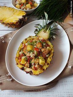Csirkesaláta ananásszal, rizzsel – Tétova ínyenc Pineapple, Bacon, Fruit, Food, Red Peppers, Pine Apple, Essen, Meals, Yemek