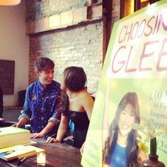 How adorable are Jenna Ushkowitz and Kevin Mchale at the Choosing Glee party?! https://apps.facebook.com/choosinggleesmp/Home #glee #cake #party