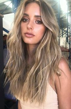 balayage haar Hair Blonde Highlights B - haar Beachy Blonde Hair, Blonde Hair With Highlights, Brown Blonde Hair, Beachy Waves Long Hair, Messy Beach Waves, Sandy Blonde, Medium Blonde, Bob Hair, Make Up Inspiration