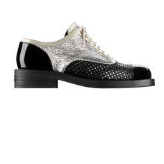 Chanel'in yeni tasarımı derby ayakkabılarla tanışın Gümüş renkli buruşuk rugan ve delikli deriden derby ayakkabılar