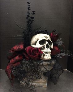 Halloween Decoration Designs — OSTTY Halloween is fast approaching and what is the best way to celebrate it aside from putting up Halloween decorations and trick or treating? It's stepping up your game by designing Halloween themed decoration designs! Table Halloween, Spooky Halloween Decorations, Halloween Party Decor, Halloween Skull, Holidays Halloween, Halloween Themes, Halloween Crafts, Vintage Halloween, Halloween 2019