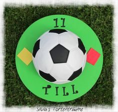 Silvia's Tortenträume: Fußball Torte Fondant Motivtorte Ball Anleitung Tutorial Schnittvorlage Infos, Rezept & Schnittvorlage im Beitrag: https://www.facebook.com/SilviasTortentraeume/posts/815886618512328   Kuchen Torte Cake
