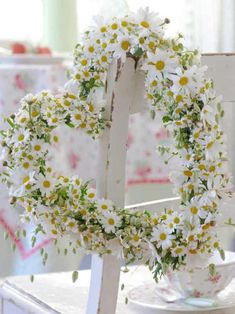 Single Field Daisy: I will think of it; Garden Daisy: I share your feelings Deco Floral, Arte Floral, Spring Decoration, Flowers Decoration, Corona Floral, Daisy Love, Heart Wreath, Heart Garland, Door Wreath