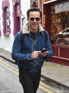 Andrew in Dublin Sherlock Coat, Sherlock Fandom, Sherlock Holmes, James Moriarty, Detective Shows, I Love My Daughter, Andrew Scott, Pretty Men, Boyfriend Material