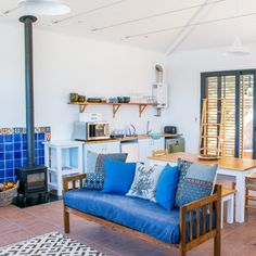 If you love blue, then this lovely apartment in Kalk Bay would make all your dreams come true!  #decor #blue #couch #bluecouch #beachstay #Kalkbay