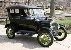 1923 Ford Modelo T - JetsetMag.com