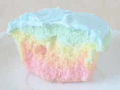 Pastel rainbow cupcakes divide batter into three bowl and tint, put one T. of each in cup. Cupcakes Pastel, Cupcakes Arc-en-ciel, Rainbow Cupcakes, Cupcake Cakes, Pretty Cupcakes, Colored Cupcakes, Rainbow Icing, Fluffy Cupcakes, Muffins Frosting