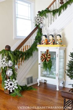Decorating our Victorian house for Christmas & a DIY glitter-snowflake tutorial.