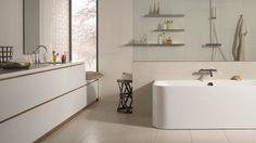 Modernes Bad mit matten Fliesen
