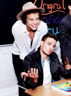 Harry and Liam Liam sweetheart you are too perfect One Direction Quotes, One Direction Pictures, I Love One Direction, Zayn, Harry Edward Styles, Harry Styles, Normal Guys, Reasons To Smile, Liam Payne