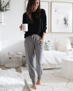 30 Casual And Cute Spring Outfit Ideas for Women In 2020 - Lombn Sites Cute Spring Outfits, Cute Outfits, Loungewear Outfits, Lounge Wear, Casual Outfits, Clothes For Women, My Style, Joggers For Women, Womens Joggers